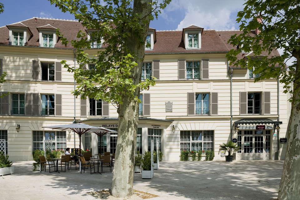 Mercure Relays du Château Rambouillet - Facade.jpg
