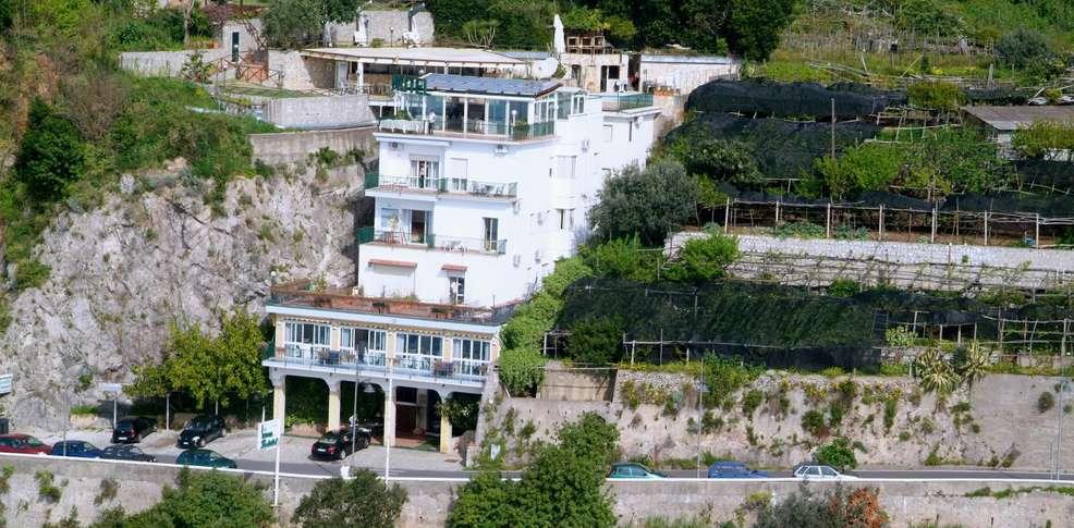 Hotel bristol 4 vietri sul mare italia for Hotel barcellona sul mare