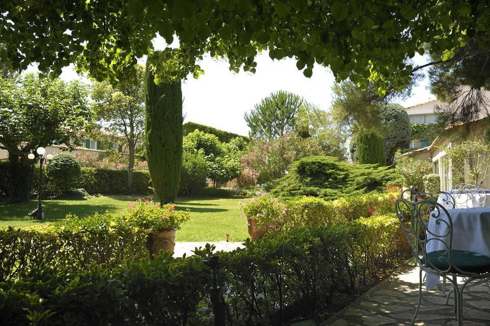 Auberge de Cassagne et Spa - Auberge_de_Cassagne_jardin.jpg