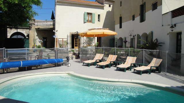 acceso a la piscina exterior