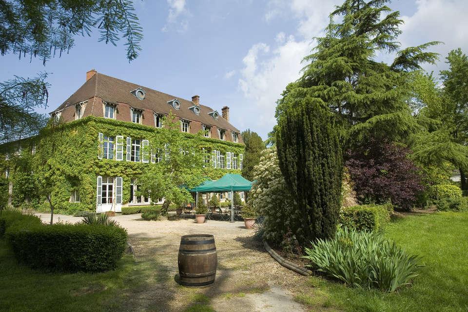 Hotel The Originals Hostellerie Château de la Barge (ex Relais du Silence) - Façade
