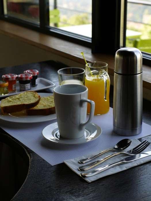 L'Ermitage Hôtel Cuisine-à-manger - Breakfast