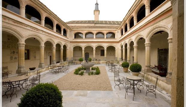 Encanto y Lujo en Segovia: Escapada con desayuno buffet en un monasterio del S.XV