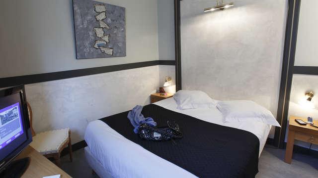 Adonis Marseille Vieux Port - Hotel du Palais - HotelPalais