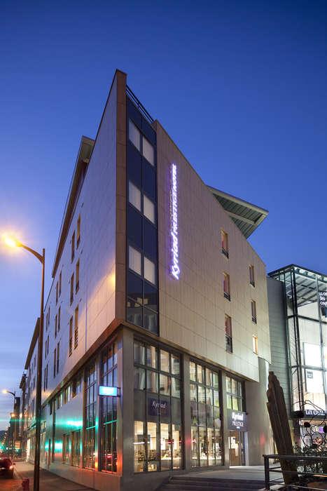 Hôtel Kyriad Prestige Thionville Centre - hotel_kyriad_prestige_thionville_facade_nuit1_jpg
