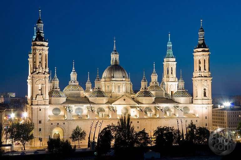 Apartamentos Zaragoza Coso - El_Pilar_nocturno_jpg