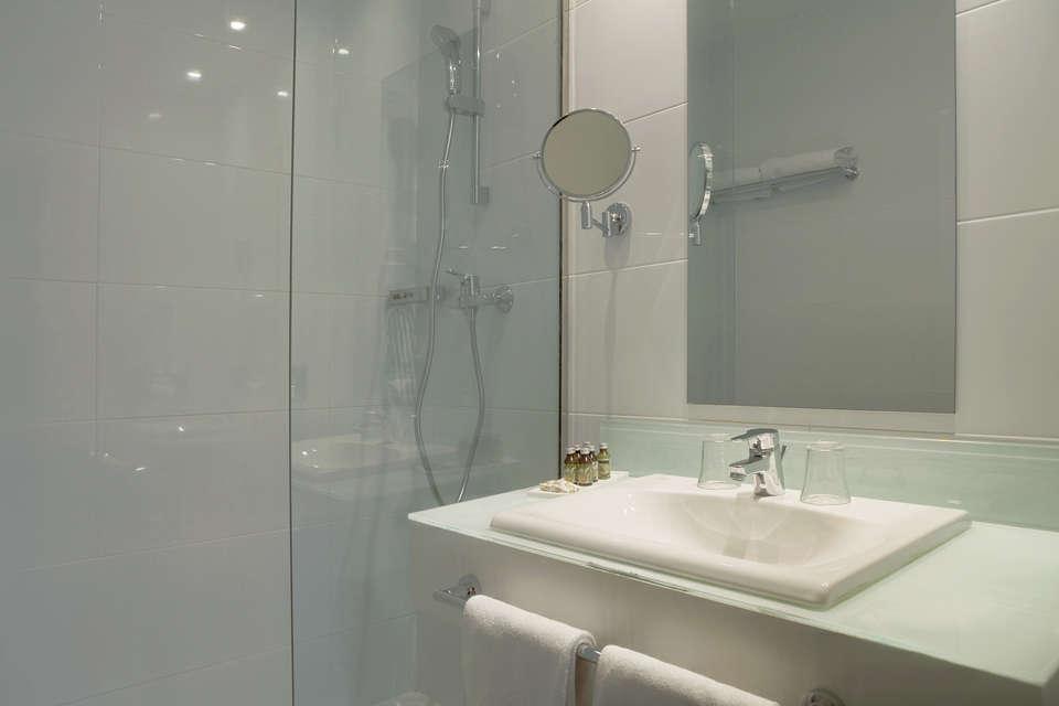 Hôtel Spa la Lune de Mougins - 831_hotel_la_lune_de_mougins_20120201_comm_ch_std_sdb_7625_r_jpg