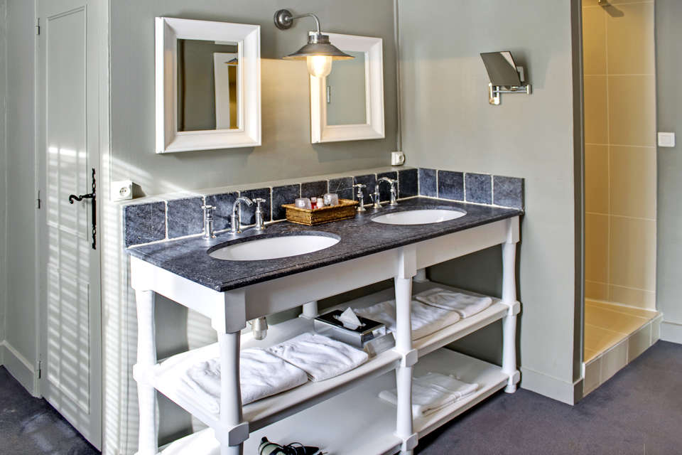 Hôtel La Licorne & Spa - Bathroom