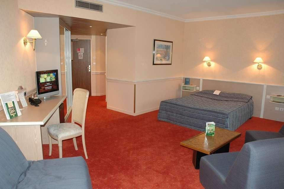 Hôtel Logis Lyon Est - Photo_Chambre_008_Pte.jpg