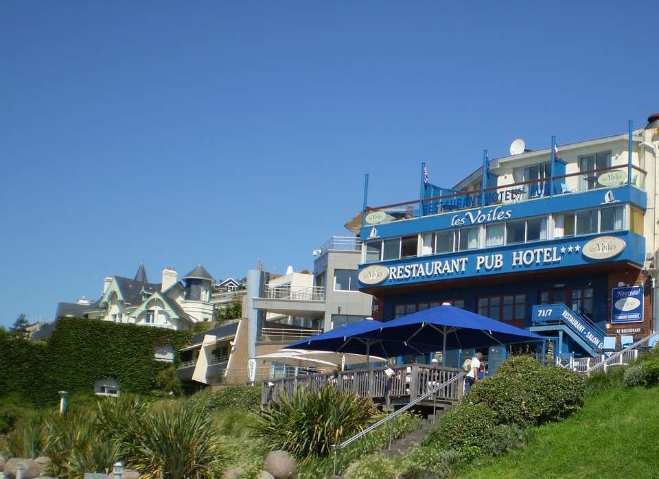 Hôtel Les Voiles sur le Front de Mer - Façade, côté mer