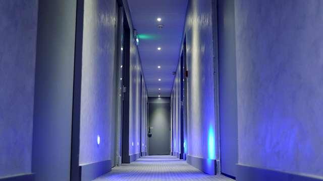 Hotel de Normandie - hotel de normandie couloir
