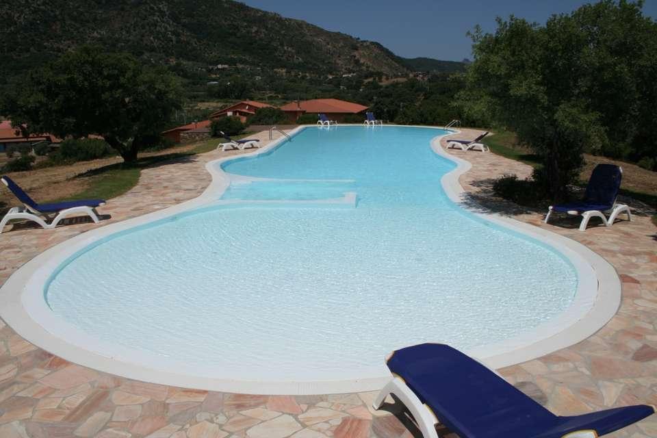 Hotel & Resort Sa Rocca - Piscine extérieure