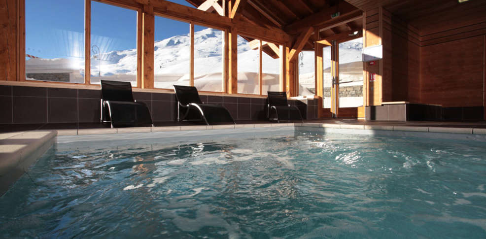 Ch let du mont vallon spa resort 4 les m nuires france for Les menuires piscine
