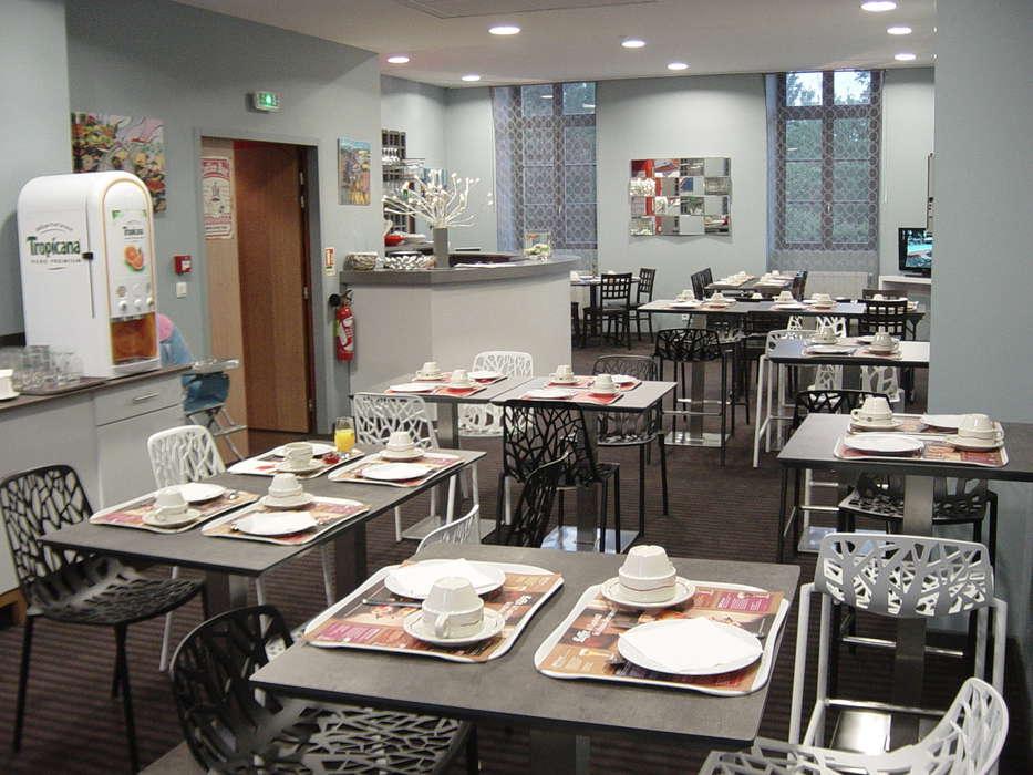 Hôtel Le Connetable - Salle de petit déjeuner