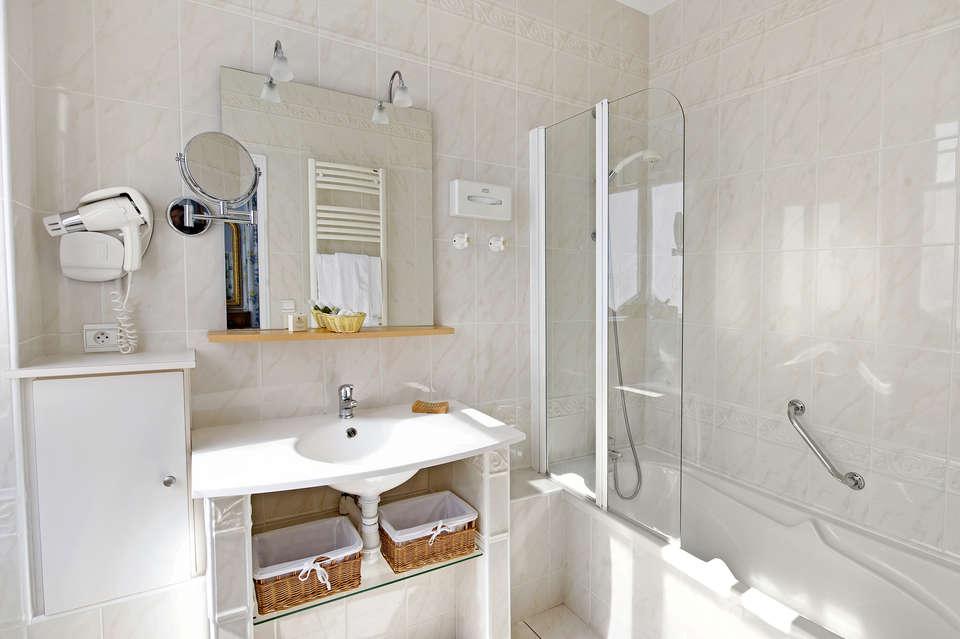 Villa Bois Joli - 546_hotel_bois_joli_20120424_ch_std__sdb_001_r.jpg