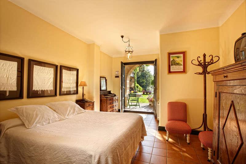 Escapada romántica en habitación superior en el Valle de Ayala