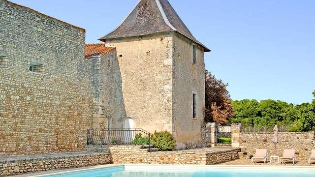Chateau de Perigny - chateau de perigny comm pisc ext r