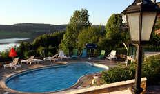 Accès à la piscine extérieure