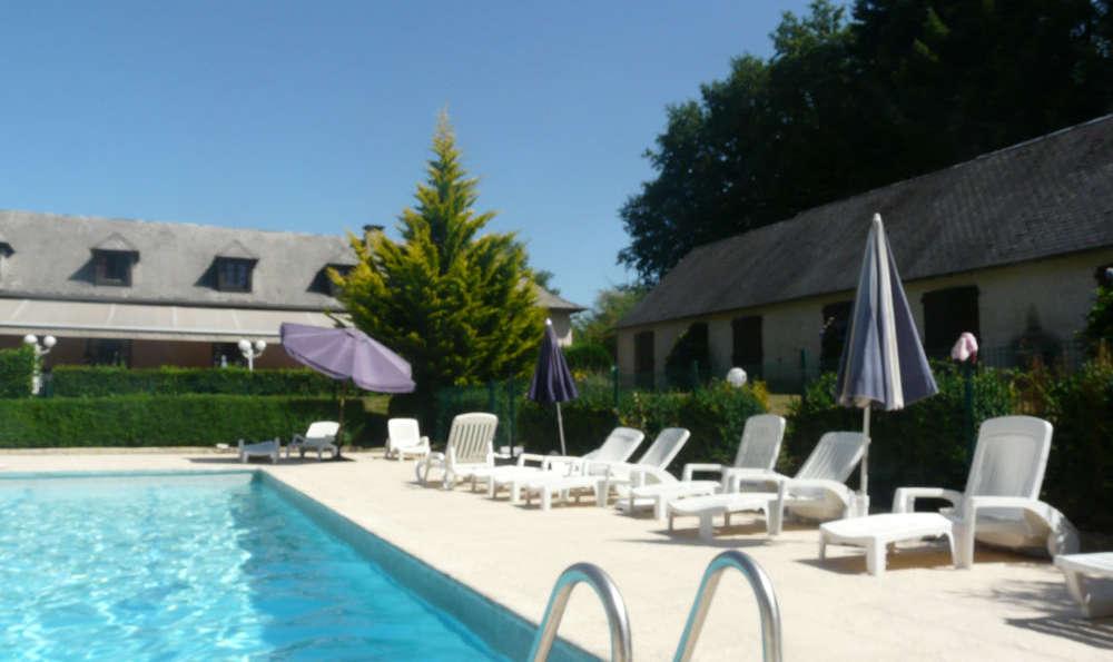 Hôtel Restaurant Les Coquelicots, The Originals Relais (Inter-Hotel) - Outdoor swimming pool