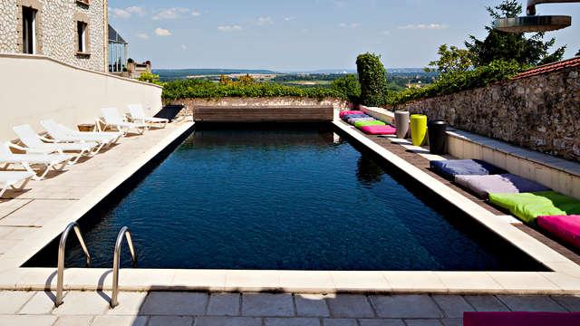 1 Accès à la piscine extérieure