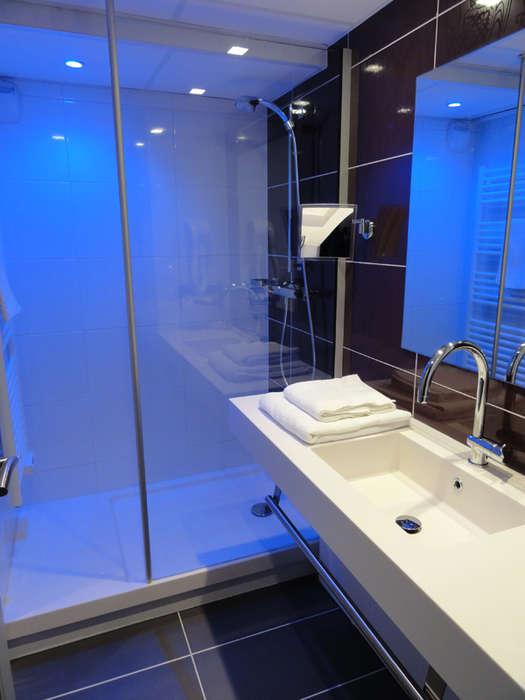 The Originals Boutique, Hôtel Le Quercy, Brive-la-Gaillarde Centre (Qualys-Hotel) - Standard bathroom