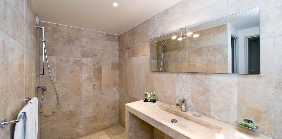 Week end spa mallemort avec 1 acc s au spa pour 2 adultes - Salle de bain style provencale ...