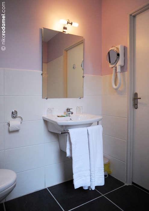 The Originals City, Hôtel Le Cheval Noir, Saint-Étienne (Inter-Hotel) - Bathroom