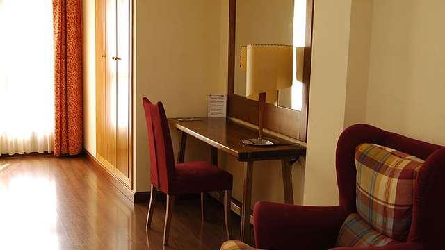 Hotel Pirineos