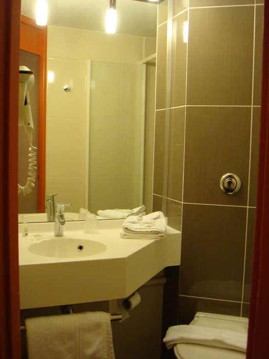 Hôtel Kyriad Poitiers - Bathroom