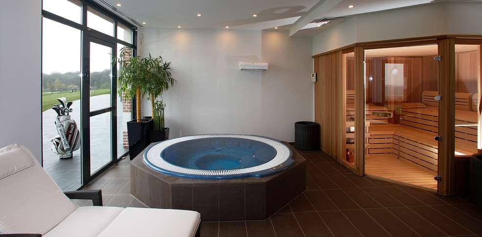Stunning modele de salle de bain avec jacuzzi images for Chambre de luxe avec jacuzzi