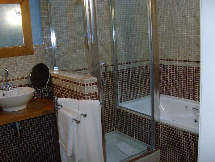 undefined - 06-hotel-a-casa-de-piego-suite-bano.JPG