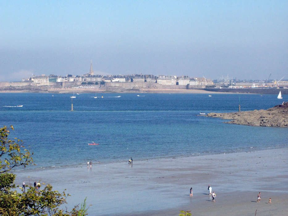 Les Ajoncs d'Or  - Saint_Malo_depuis_Dinan.jpg