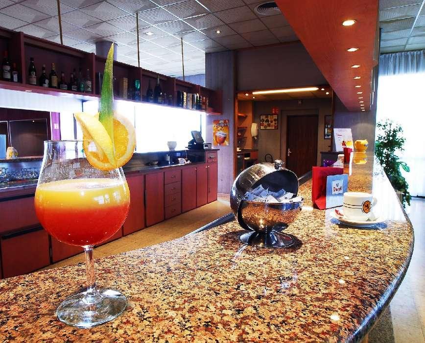 Hôtel Logis Lyon Est - P.F_bar_a_cocktail_petit_Format_2.jpg