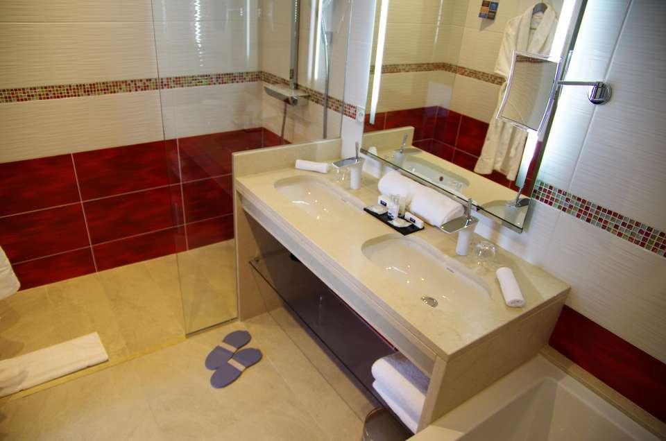 Hôtel Kyriad Prestige & Spa Lyon EST - Saint Priest - EUREXPO - Salle de bains