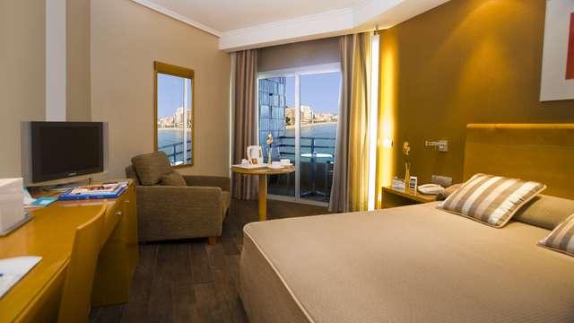 1 noche en habitación doble superior vista al mar para 2 adultos