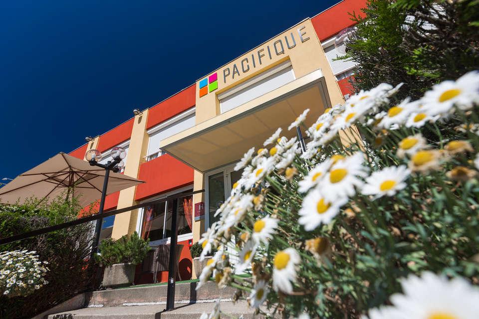 Hôtel Le Pacifique - Façade