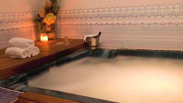 Accès au bain bouillonnant pour 2 adultes