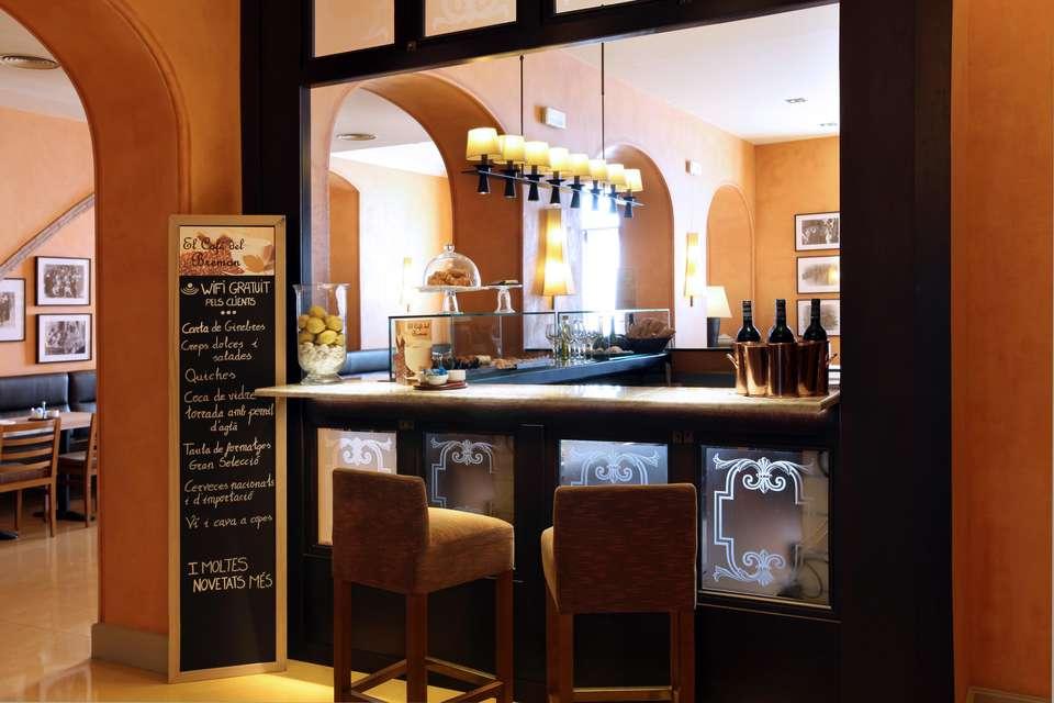 Hotel Bremón - BARRA-HALL.jpg
