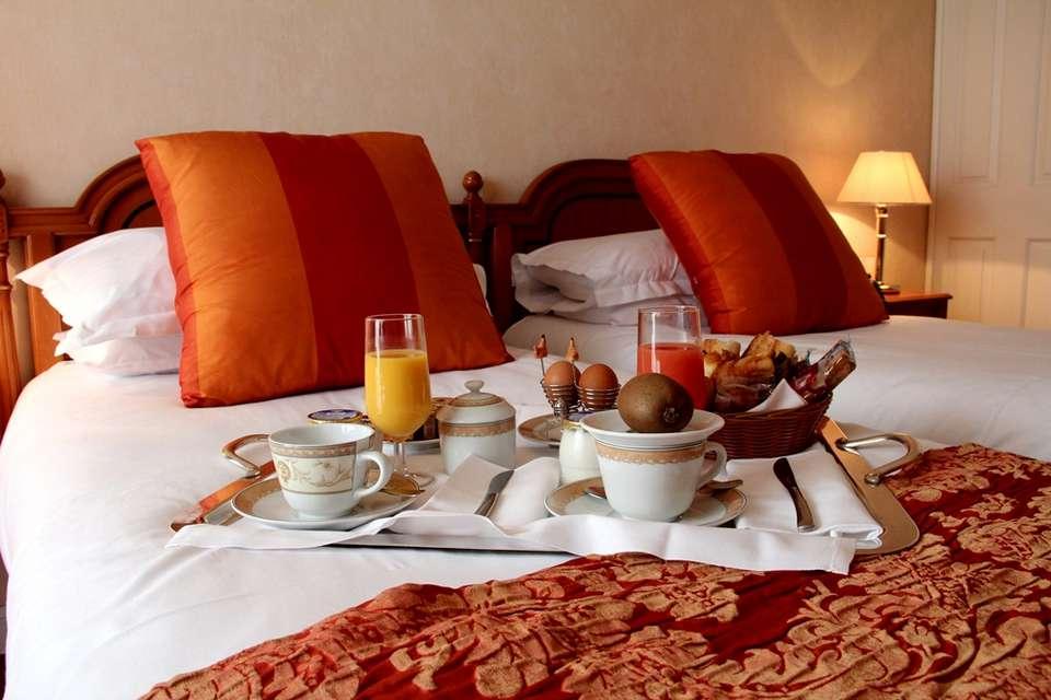 Hôtel Sun Riviera - petit_dejeuner_chambre.jpg