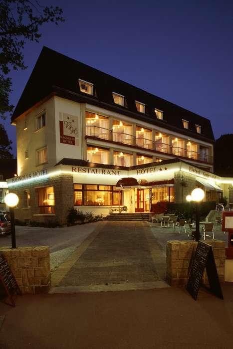Bagnoles Hotel - Front