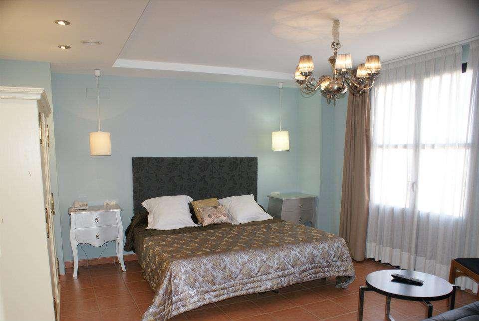 Hotel Patilla Ciudad de Requena - 321213_180554838692573_559967462_n.jpg