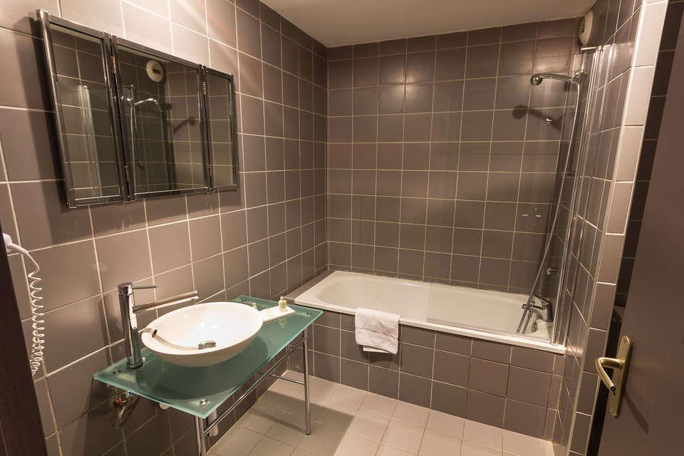 Quality Hotel Le Cervolan - 328_-_sdb.jpg