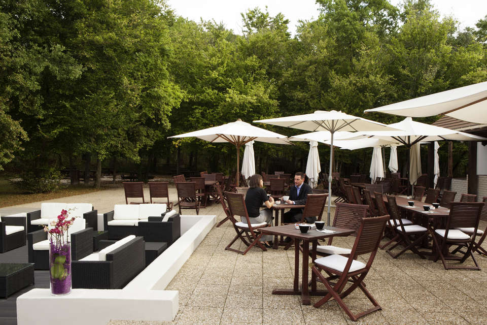 Novotel Fontainebleau Ury - Terrasse