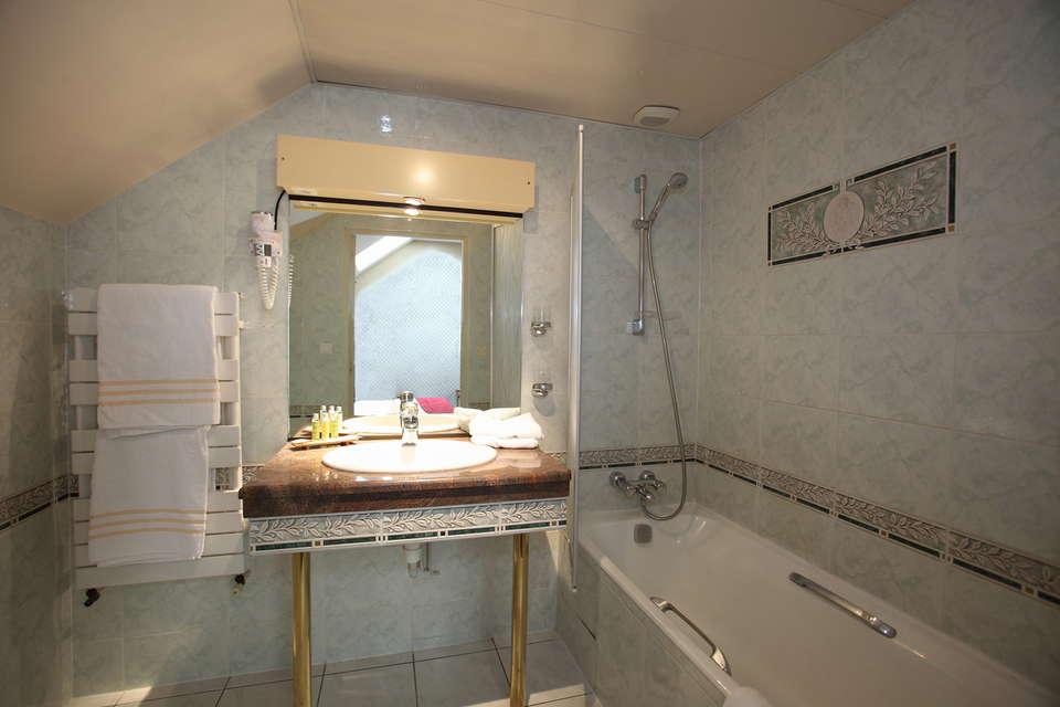 Hôtel Le Challonge - Salle de bain