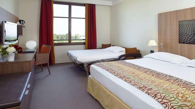 Radisson Blu Paris Marne-la-Vallee - Family Room rt flt HD