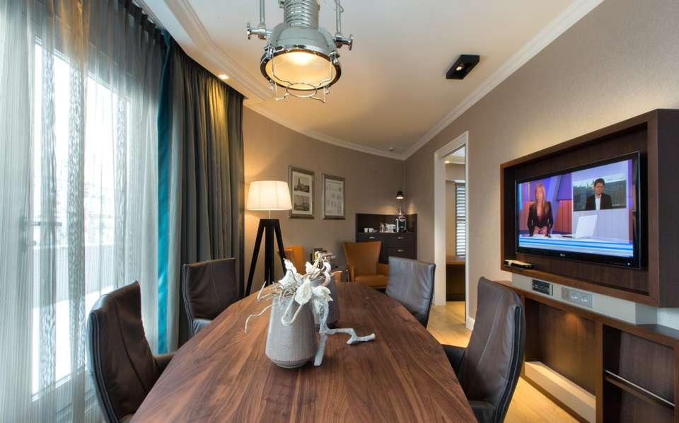 Hotel Dux - Suite-Deluxe-zitkamer2.jpg