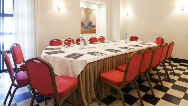 Romantica fuga con cena e vasca idromassaggio privata a Jerez