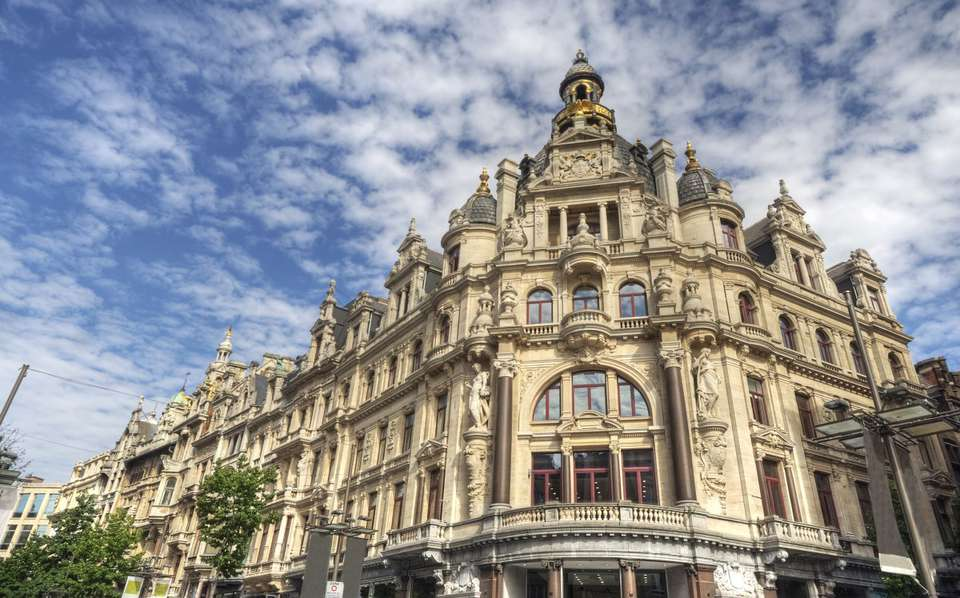 Hyllit Hotel - Department_Stores_in_Antwerp_Belgium_-_iStockphoto_-_ThinkStock.jpg