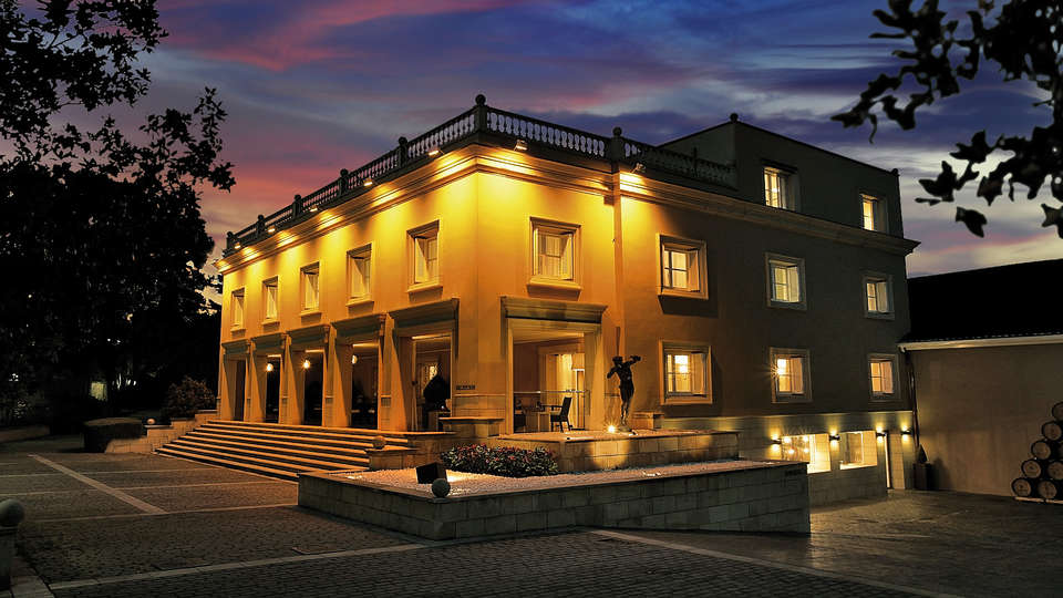 Hotel San Camilo - Caceres_fachada_nocturna_Ok.jpg