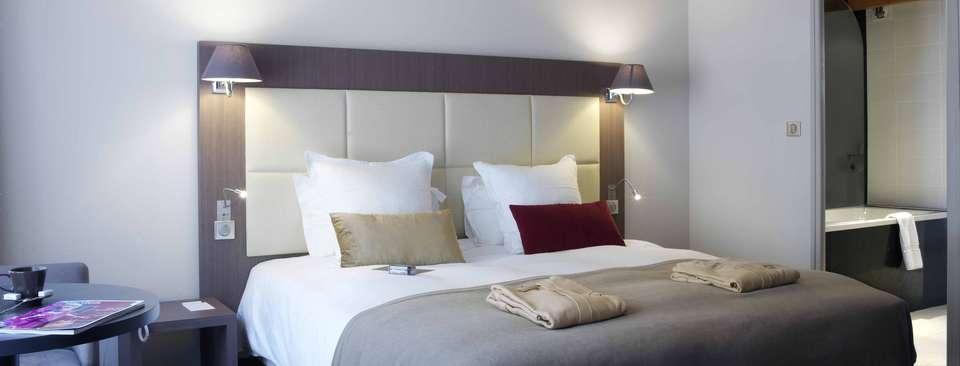 Quintessia Resort - Chambre_et_peignoir.JPG